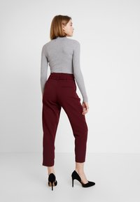 New Look - PAPERBAG VICKY TROUSER - Kangashousut - burgundy - 2