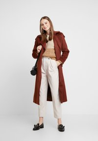 New Look - BUTTON PLEATED TROUSER - Broek - stone - 1
