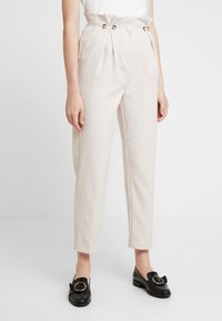 New Look - BUTTON PLEATED TROUSER - Broek - stone - 0