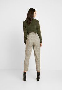 New Look - LOUIS CHECK BUCKLE PBAG - Spodnie materiałowe - brown - 3