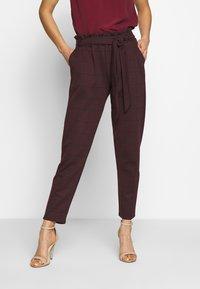New Look - BERT CHECK TROUSER - Chino kalhoty - dark burgundy - 0