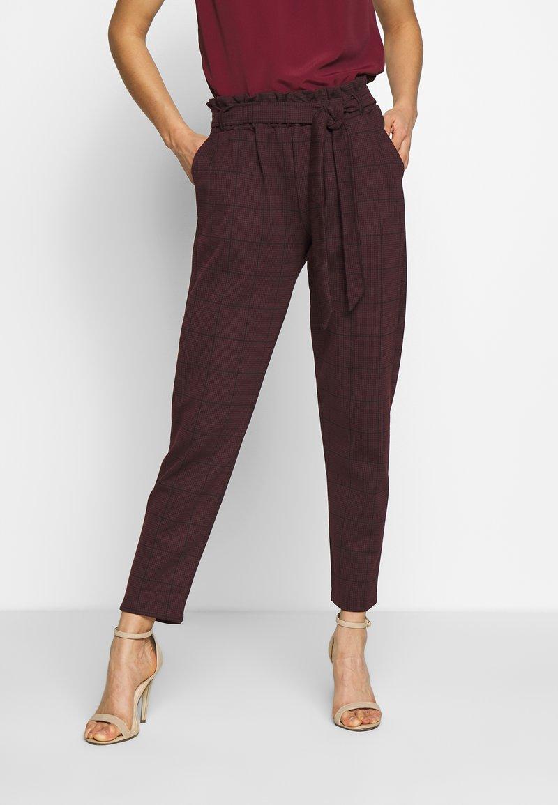 New Look - BERT CHECK TROUSER - Chino kalhoty - dark burgundy
