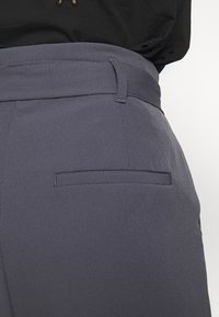 New Look - MILLER PAPERBAG TROUSER - Chinot - dark grey - 5