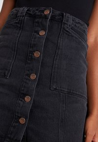 New Look - PATCH POCKETE CARAMEL  - Jeansrok - black - 4