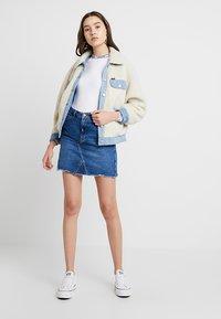 New Look - MOM SKIRT SKITTLES - Spódnica jeansowa - mid blue - 1