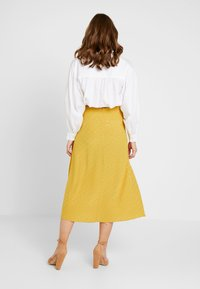 New Look - WATFORD JACQUARD SPLIT FRONT MIDI - Maxi skirt - dark yellow - 2