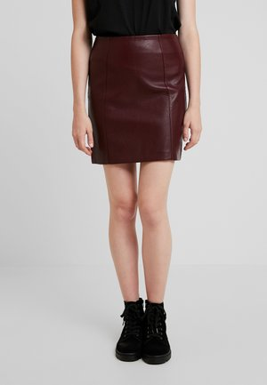 SEAMED - A-line skirt - dark burgundy