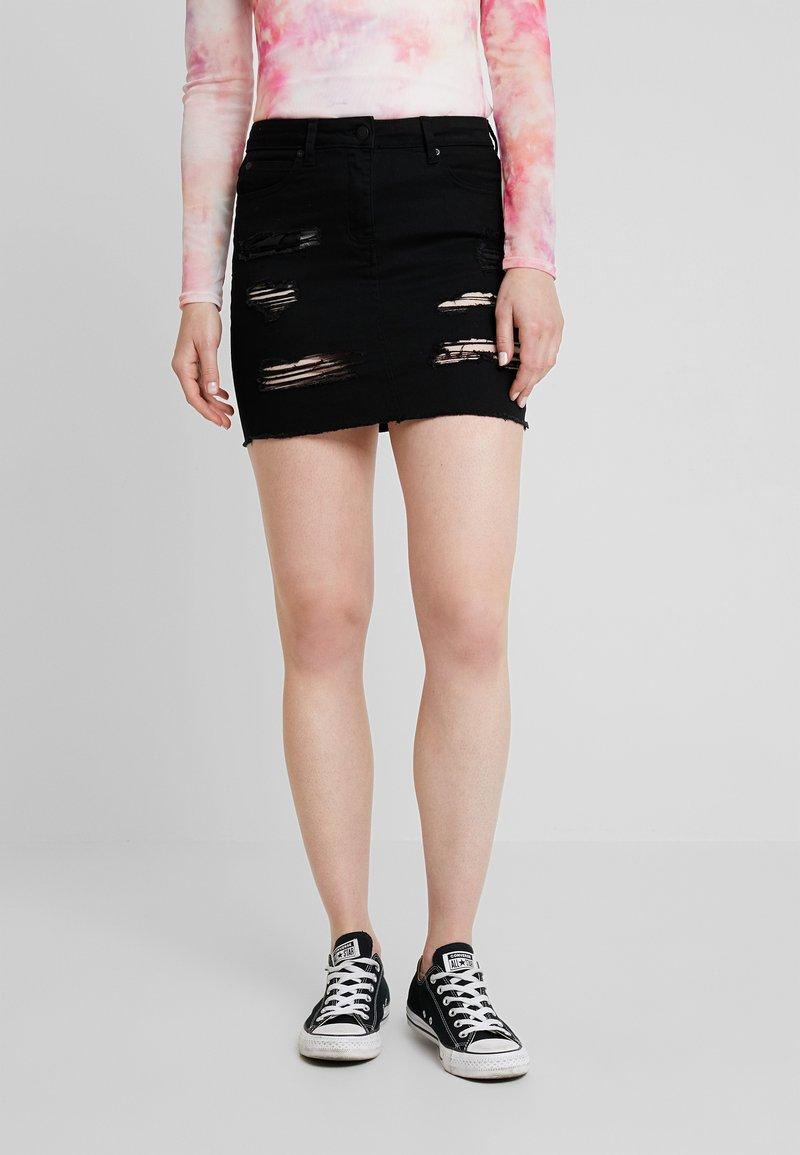 New Look - EXTREME RIPPED SKIRT - Denimová sukně - black