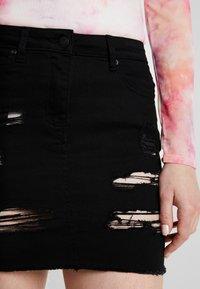 New Look - EXTREME RIPPED SKIRT - Denimová sukně - black - 4