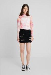 New Look - EXTREME RIPPED SKIRT - Denimová sukně - black - 1