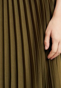 New Look - PLEATED MIDI - A-line skjørt - dark khaki - 5