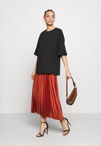 New Look - PLEATEDMIDI - A-line skirt - rust - 1
