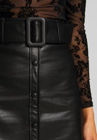 New Look - COVERED BUCKLE BUTTON  - Minijupe - black - 5