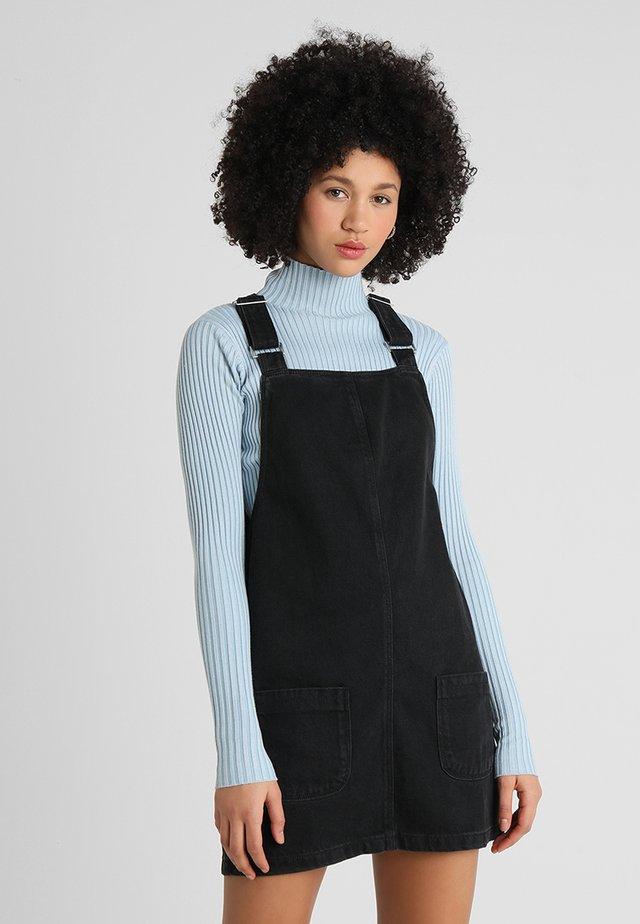 CHARLOTTE BUCKLE PINNY - Jeanskleid - black
