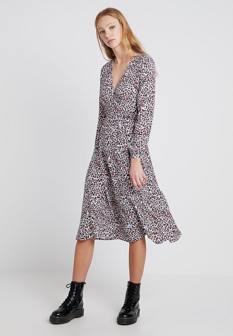 New Look - PRINT WRAP DRESS - Freizeitkleid - pink pattern
