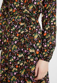 New Look - PENNY DITSY WRAP - Denní šaty - black - 6
