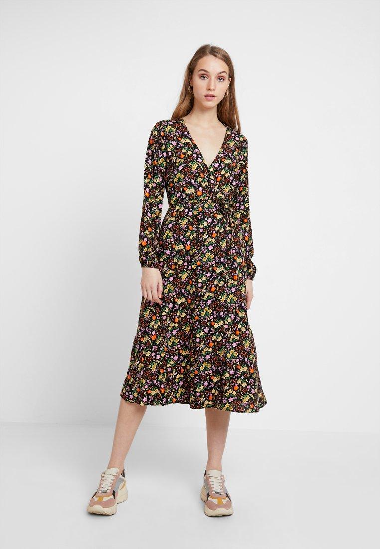 New Look - PENNY DITSY WRAP - Denní šaty - black