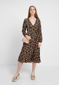 New Look - PENNY DITSY WRAP - Denní šaty - black - 2