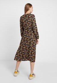 New Look - PENNY DITSY WRAP - Denní šaty - black - 3