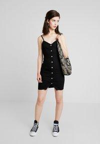 New Look - SMARTIES BUTTON BODYCON - Denimové šaty - black - 1