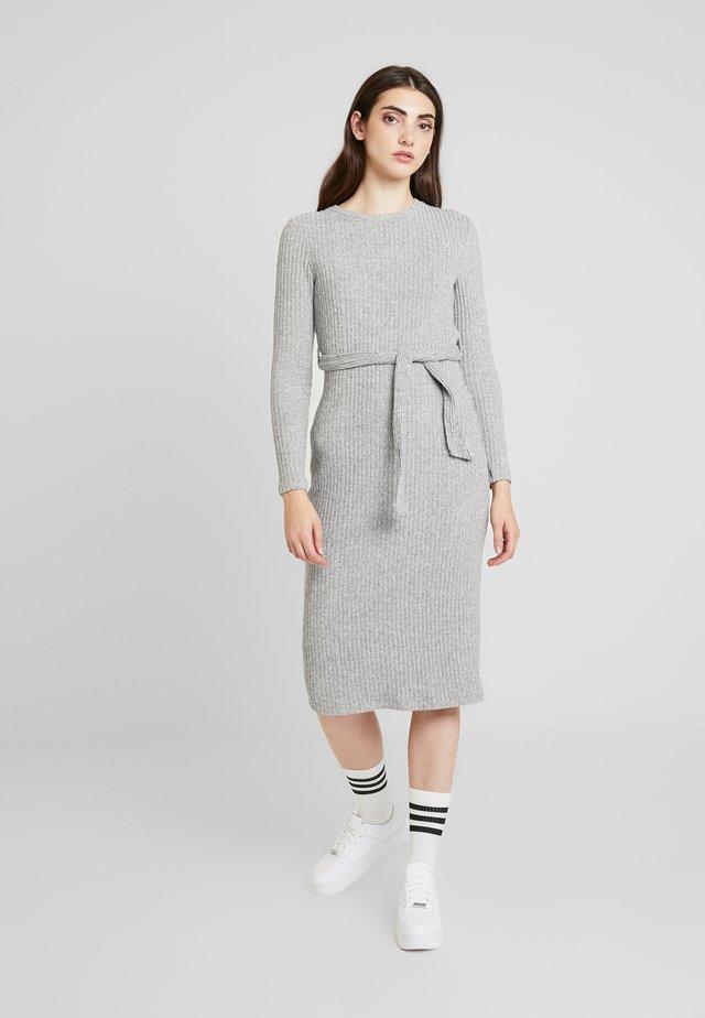Stickad klänning - mid grey
