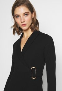New Look - WRAP FRONT BUCKLE MINI - Pouzdrové šaty - black - 3