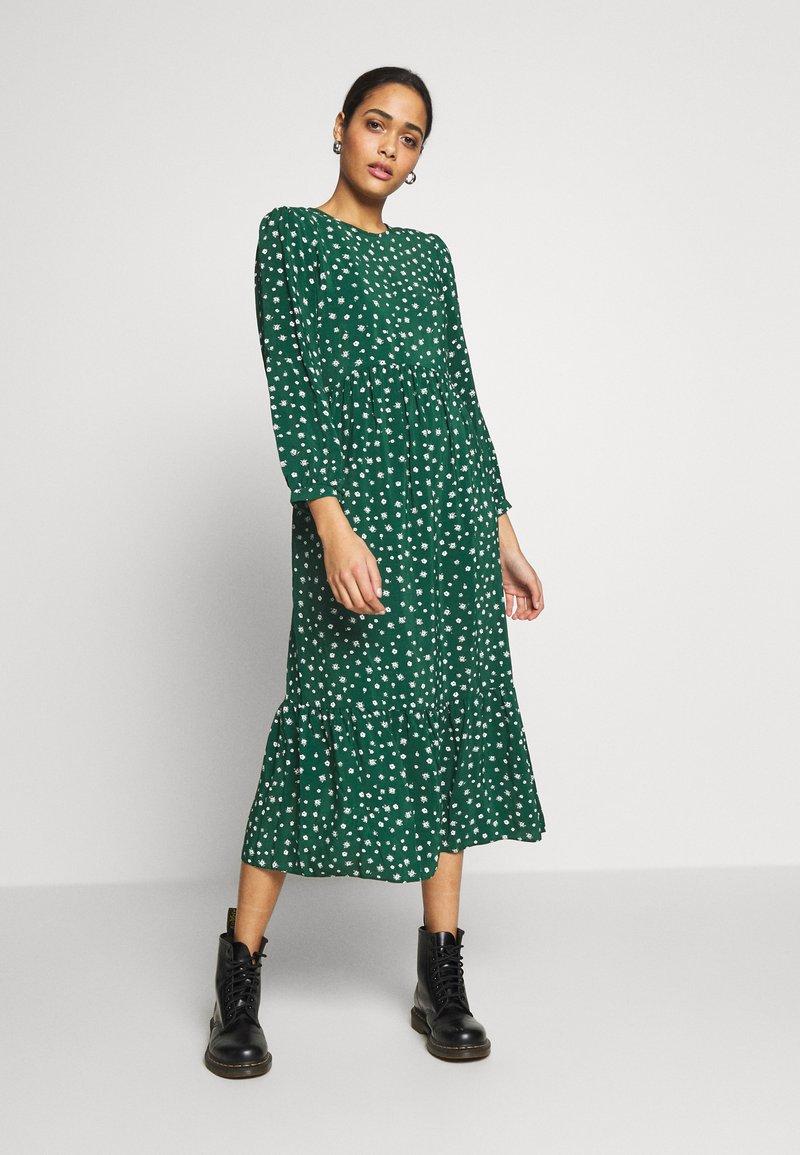 New Look - SICILY DITSY TIER SMOCK MIDI - Robe longue - green pattern