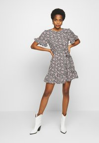 New Look - LEILH FLORAL FRILL MINI - Denní šaty - black pattern - 1
