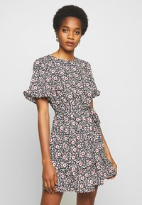 New Look - LEILH FLORAL FRILL MINI - Denní šaty - black pattern - 0