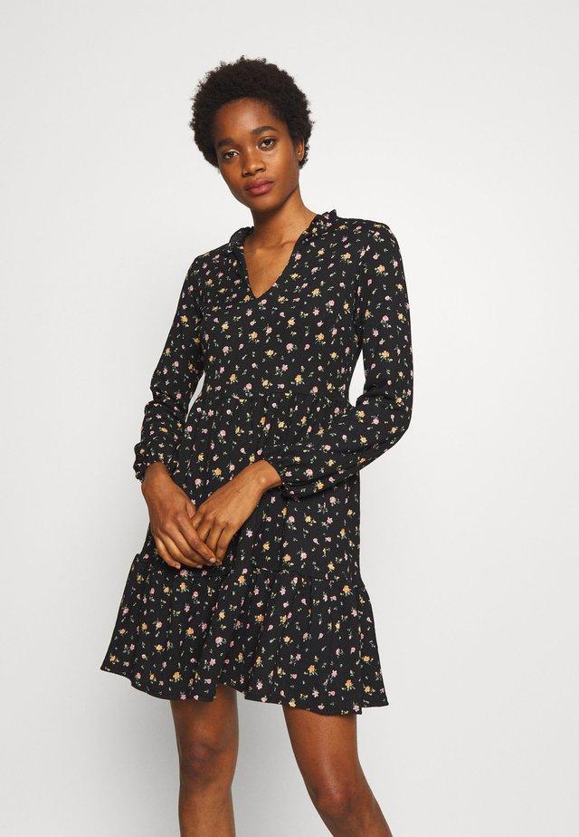 CRINKLE PIE CRUST  - Sukienka letnia - black pattern
