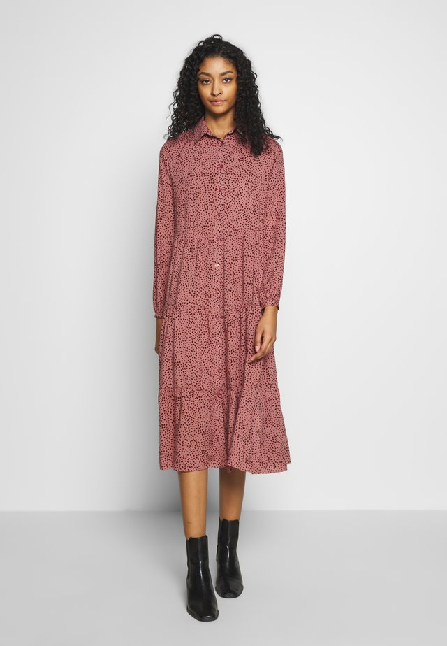MAGGIE MAE TIER MIDI SHIRT DRESS - Skjortekjole - pink