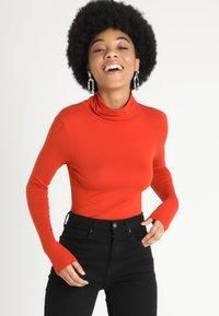 New Look - ROLL NECK - Maglietta a manica lunga - burnt orange - 0