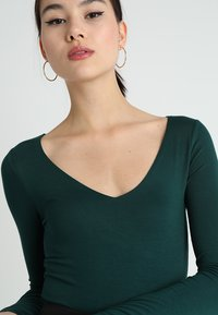 New Look - BODY - Longsleeve - dark green - 3