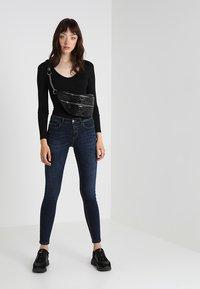 New Look - BODY - T-shirt à manches longues - black - 1