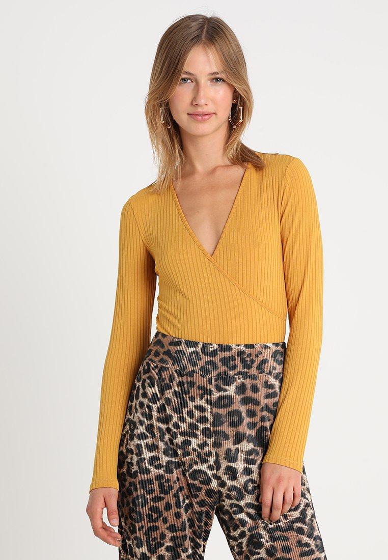New Look - CARLY LONG SLEEVE WRAP BODY - Langarmshirt - dark yellow