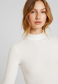 New Look - TURTLE NECK BODY - Topper langermet - off-white - 5