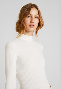 New Look - TURTLE NECK BODY - Topper langermet - off-white - 3