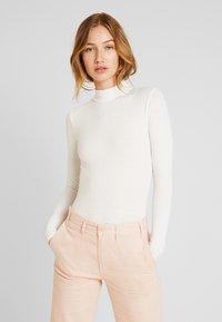 New Look - TURTLE NECK BODY - Camiseta de manga larga - off-white - 0