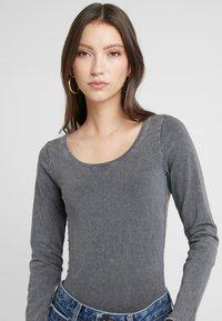 New Look - ACID WASH SCOOP NECK BODY 2 PACK - Long sleeved top - grey - 4