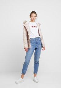 New Look - ROSE TEE - Triko spotiskem - white - 1