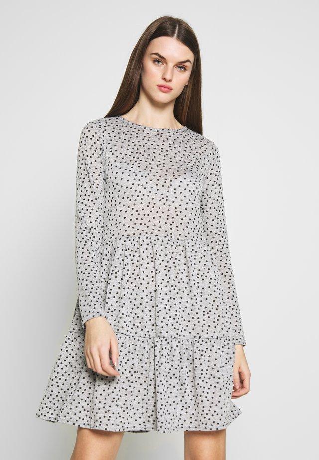 SPOT SMOCK MINI - Gebreide jurk - grey