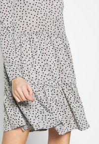 New Look - SPOT SMOCK MINI - Robe pull - grey - 3