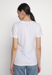 New Look - WILD FLOWER HEART TEE - Print T-shirt - white - 2