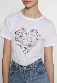 New Look - WILD FLOWER HEART TEE - Print T-shirt - white - 5