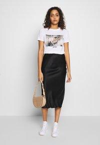 New Look - PIVOT FRIENDS TEE - Print T-shirt - white - 1