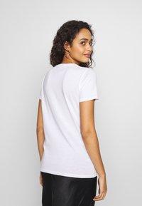 New Look - PIVOT FRIENDS TEE - Print T-shirt - white - 2