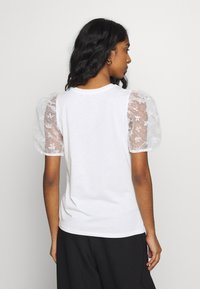 New Look - FLORAL FLOCKED - T-shirts med print - cream - 2