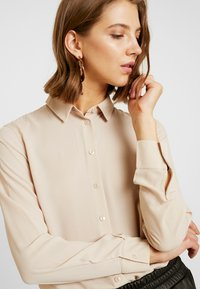 New Look - PLAIN LEAD - Skjorta - camel - 3