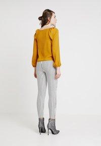 New Look - FRILL - Pusero - mustard - 2