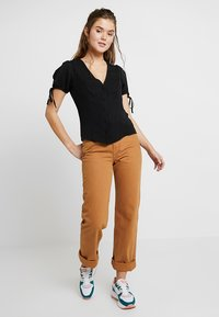 New Look - BOBBY TIE BUTTON BLOUSE - Blusa - black - 1